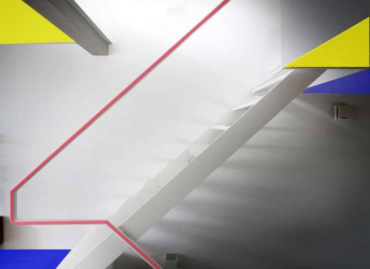 Casa familiare: Ingresso & Corridoio in stile  di Studio d'arte e architettura Ana D'Apuzzo,