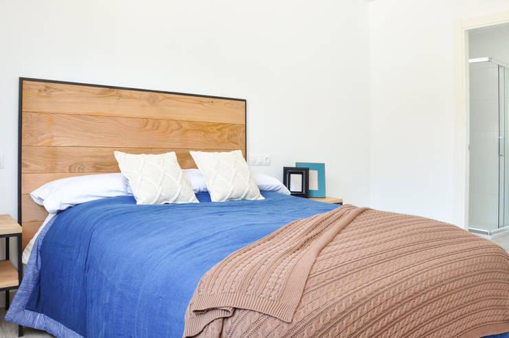 Cabecero industrial de roble y acero de Cube Deco: Dormitorios de estilo  de Cube Deco