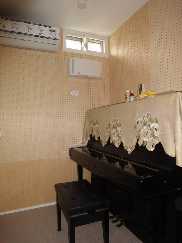 音楽室のある家: エヌスペースデザイン室が手掛けた壁です。