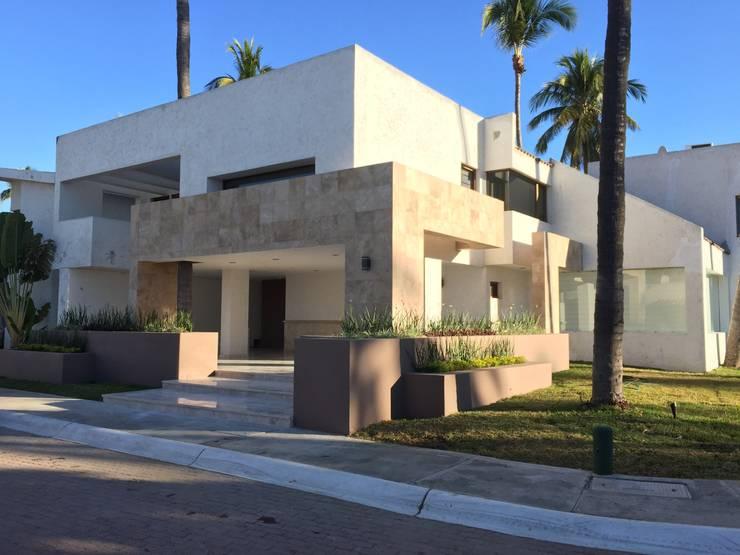 fachada: Casas de estilo  por Arki3d