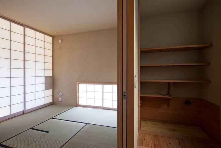 本格的な茶室/客人にお茶を点てておもてなし: 根岸達己建築室が手掛けた和室です。