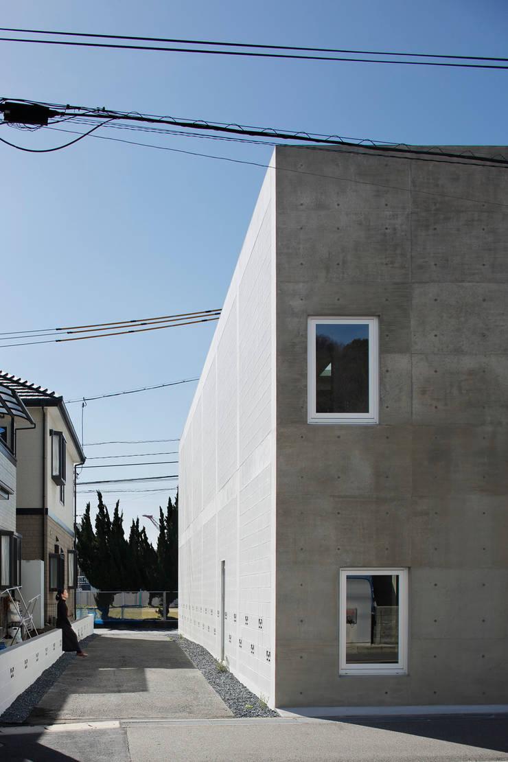 KAIGAN-U: 建築設計事務所 可児公一植美雪/KANIUE ARCHITECTSが手掛けた家です。
