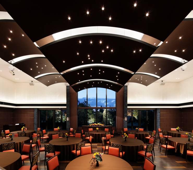HILLSIDE VILLA Ciel et Vert: KASAHARA DESIGN WORK Co.Ltdが手掛けたオフィススペース&店です。