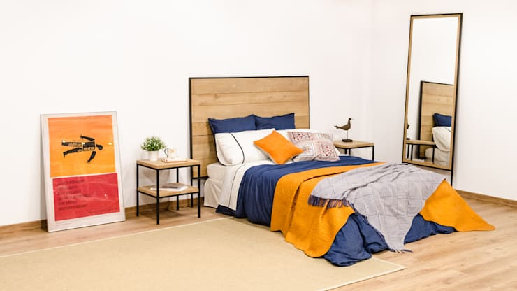 Dormitorio industrial con cabecero, mesillas y espejo de madera maciza y acero: Dormitorios de estilo  de Cube Deco