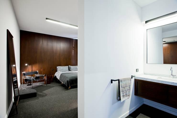A-Mimarlık İnşaat Sanayi ve Tic. Ltd. Şti. – Murat Süter Villa: modern tarz Yatak Odası