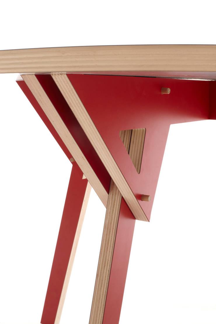 Alambicco_ Tavolo Design Mood: Soggiorno in stile  di Design Mood, Moderno