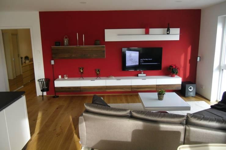 wohnen in urbanem Stil :  Wohnzimmer von Innenarchitektur-Moll