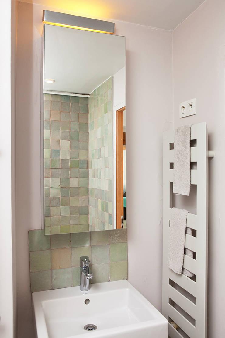Salle de bain: Salle de bains de style  par 2design