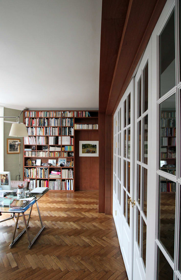 Wraparound Library & French Doors, Hampstead:  Study/office by Tendeter