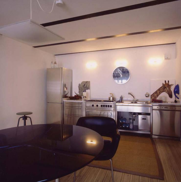loft gemelli: Cucina in stile  di antonio maria becatti architetto