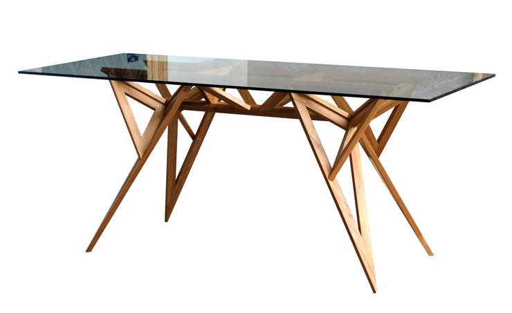 tavolo cavallina: Sala da pranzo in stile  di ivdesign.it