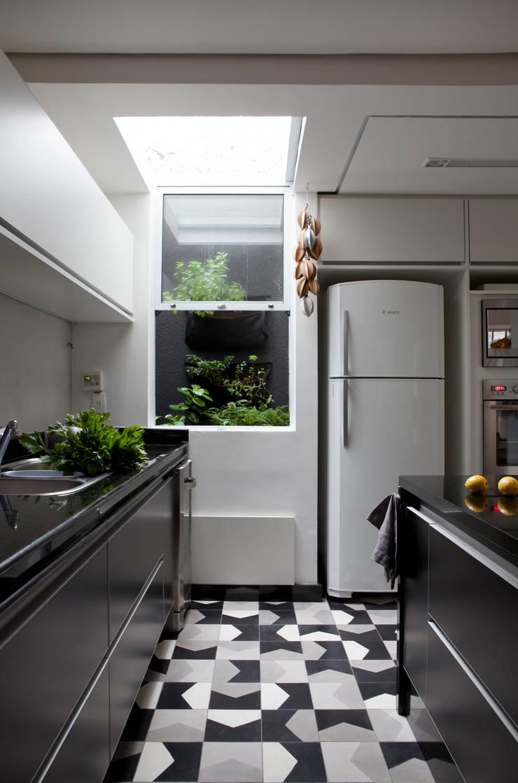Casa do Itaim: Cozinhas  por Consuelo Jorge Arquitetos