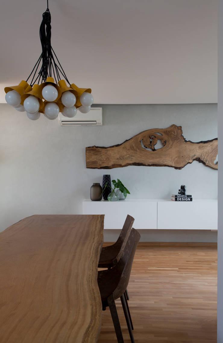 Casa do Itaim: Salas de jantar  por Consuelo Jorge Arquitetos
