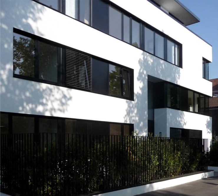 straßenfassade süd / ost:  Häuser von beissel schmidt architekten,