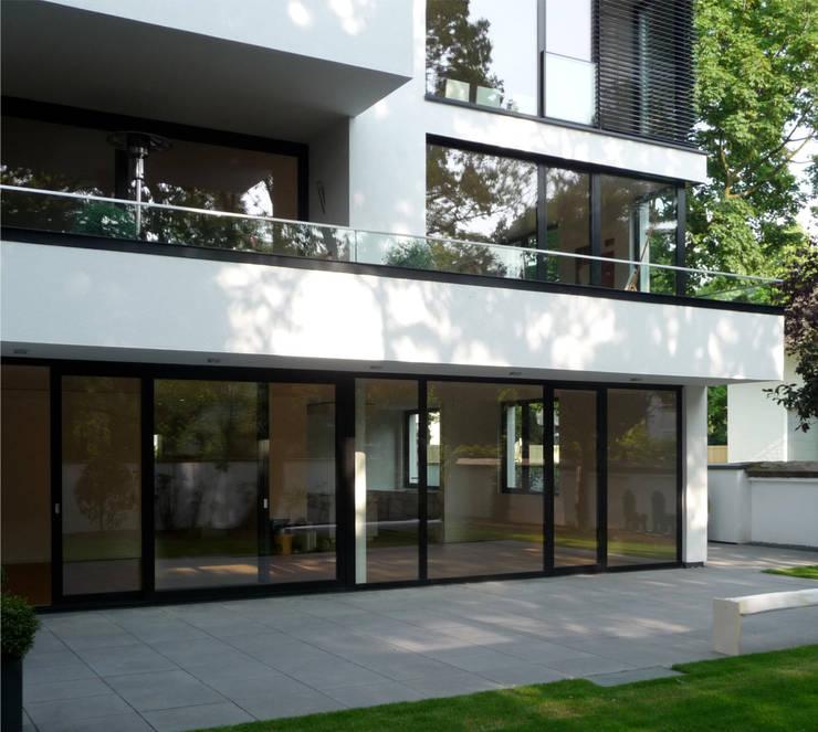 gartenfassade terrasse erdgeschoß:  Häuser von beissel schmidt architekten,