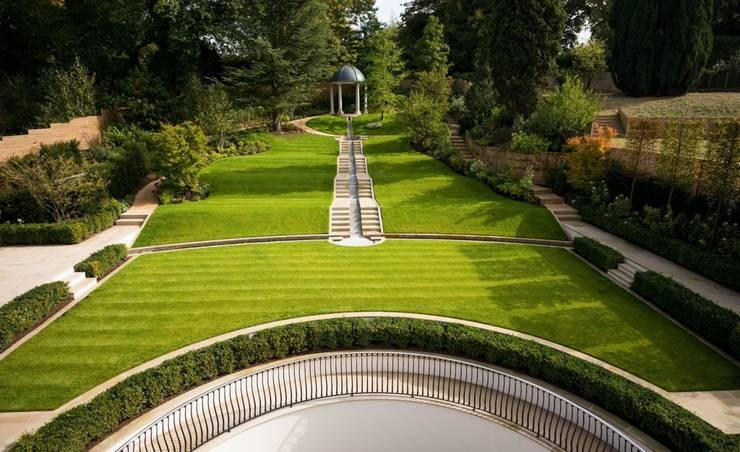 Suburban villa: Winnington Road: modern Garden by Wolff Architects