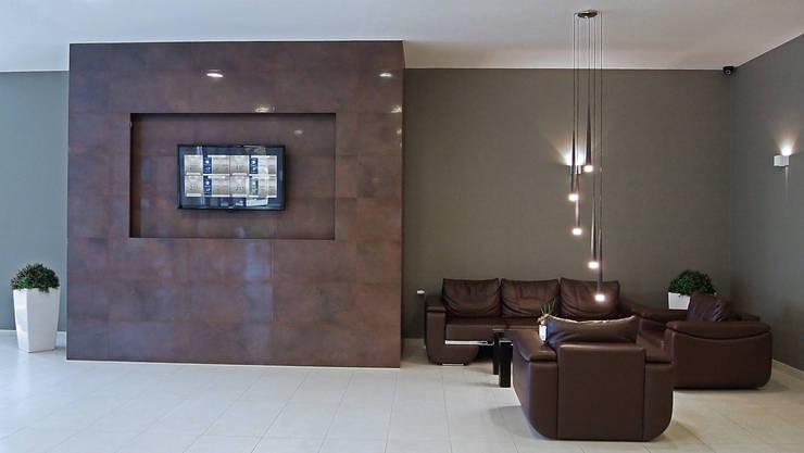 """HOL RECEPCYJNY W HOTELU """"VESTINA"""" W MIĘDZYZDROJACH: styl , w kategorii Hotele zaprojektowany przez studio projektowe KODA design Dawid Kotuła"""