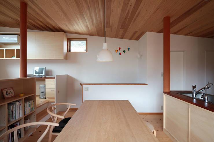 Столовые комнаты в . Автор – 佐藤重徳建築設計事務所, Эклектичный
