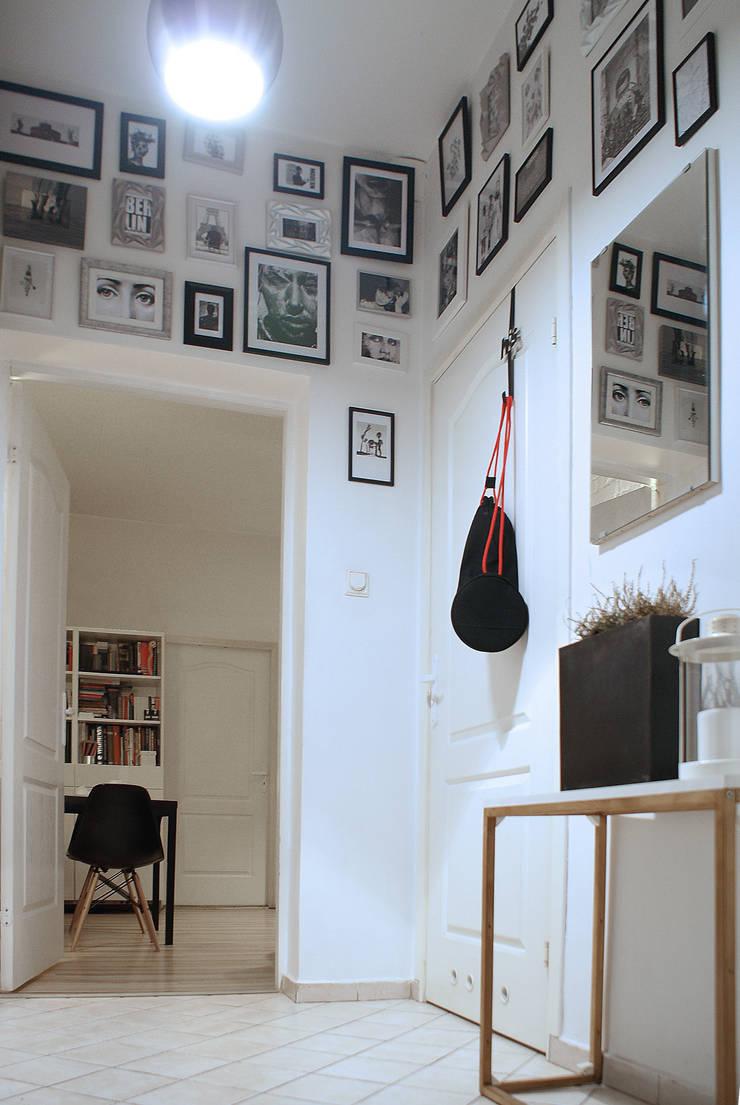 MIESZKANIE W KAMIENICY W CENTRUM SZCZECINA: styl , w kategorii Korytarz, przedpokój zaprojektowany przez studio projektowe KODA design Dawid Kotuła
