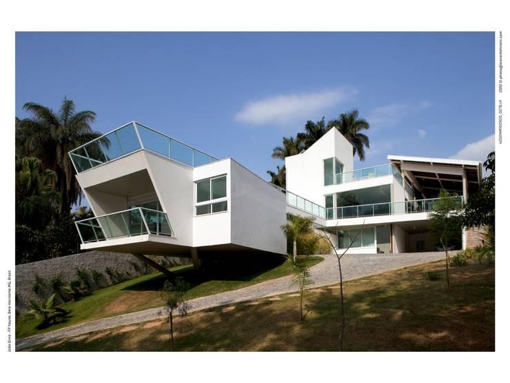 CASA FP: Casas  por JOAO DINIZ ARQUITETURA