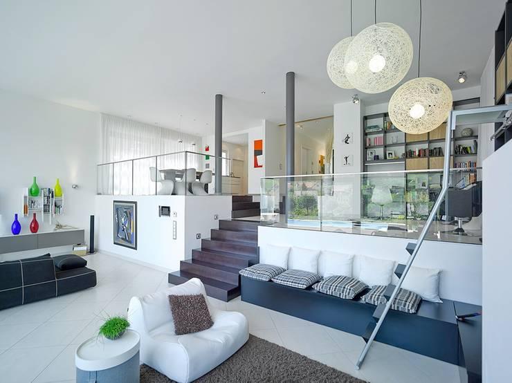 Haus mit Blick in die Weinberge und Pool: moderne Wohnzimmer von Rosenberger + Neidhardt