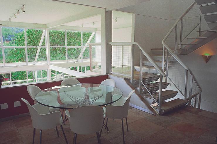 Casa Serrana por Joao Diniz Arquitetura: Salas de jantar  por JOAO DINIZ ARQUITETURA