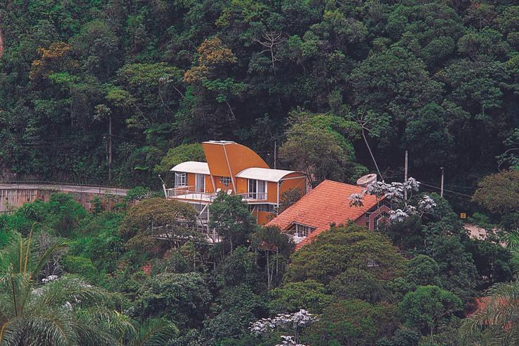 Casa Serrana por Joao Diniz Arquitetura: Casas  por JOAO DINIZ ARQUITETURA,