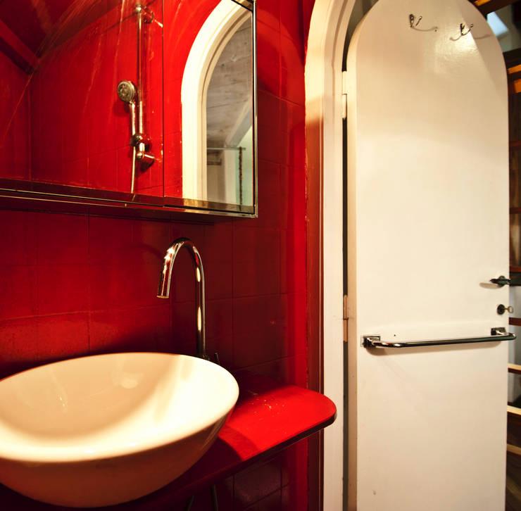 bagno: Bagno in stile in stile Moderno di RCFZERO