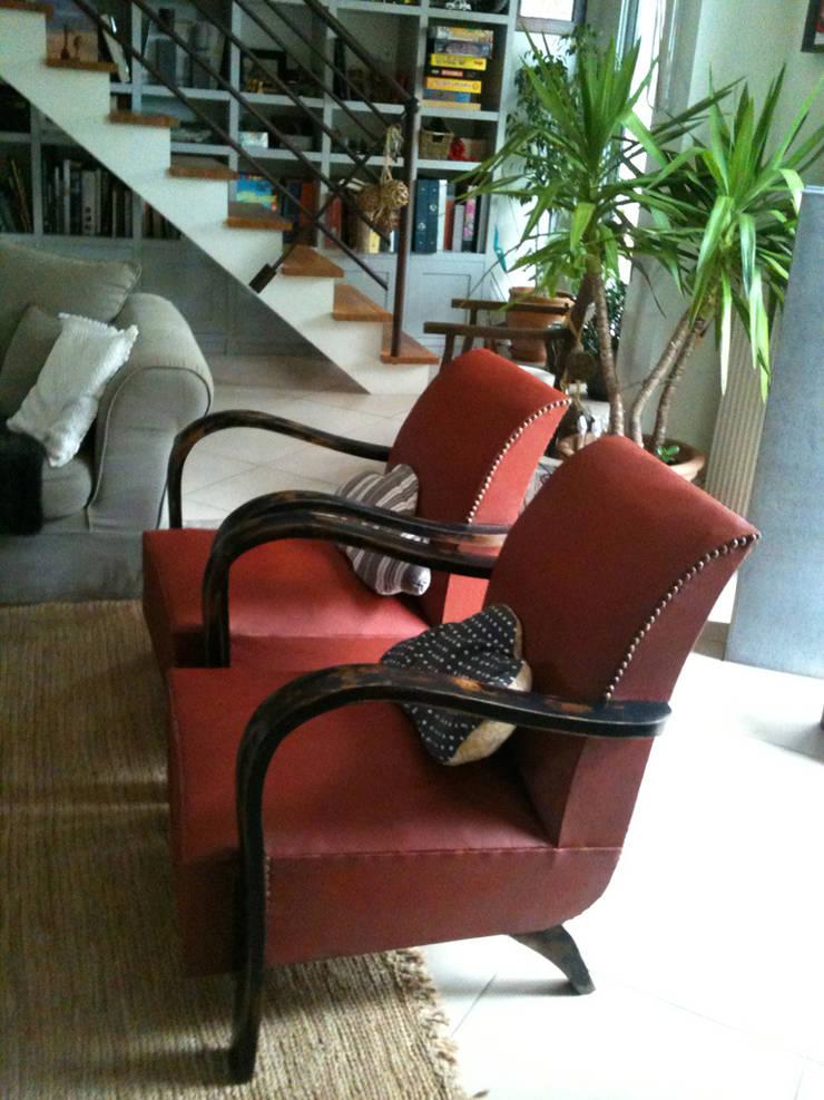 Fauteuils esprit club : Salon de style  par Hewel mobilier