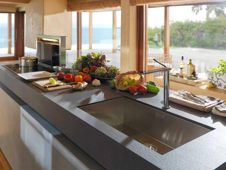 Cucina in stile in stile Moderno di FRANKE
