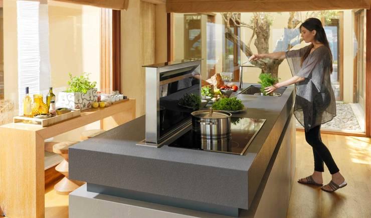 Cocinas de estilo moderno por FRANKE