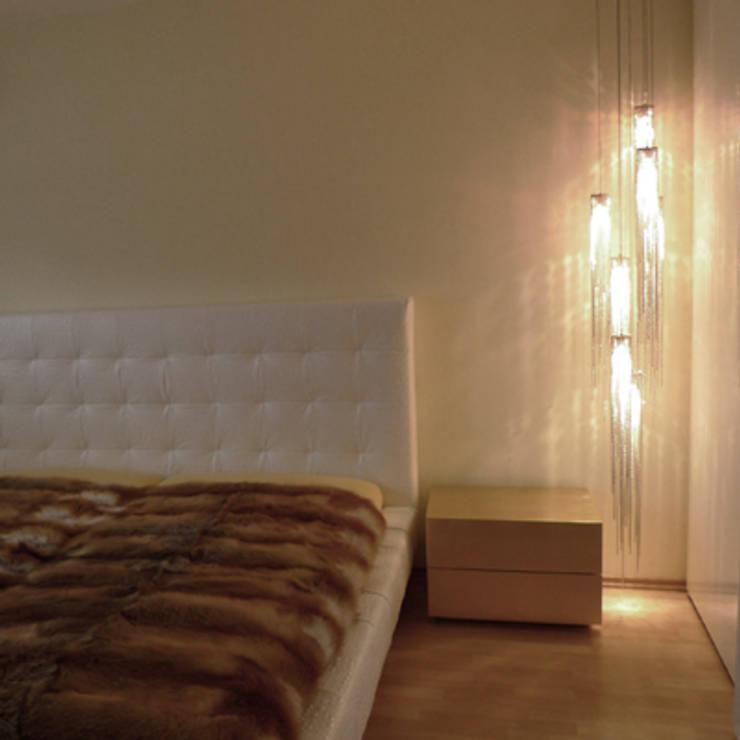 Villa Quierschied:  Schlafzimmer von Bolz Licht und Wohnen 1946,Modern