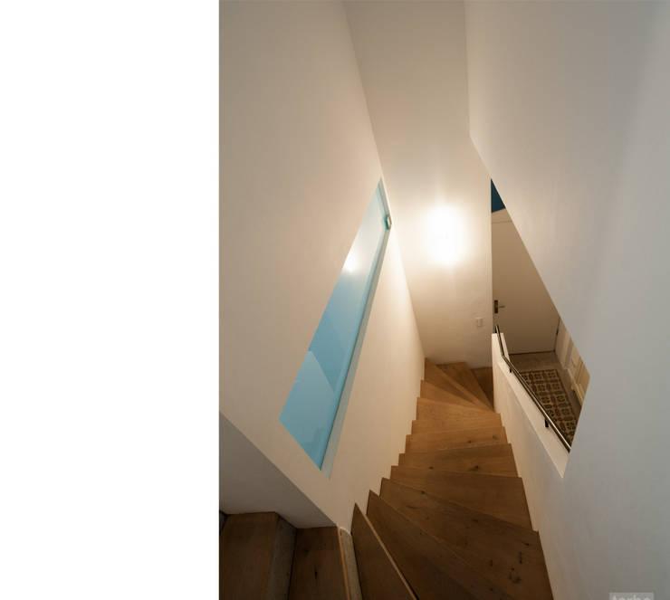 Corredores e halls de entrada  por beissel schmidt architekten