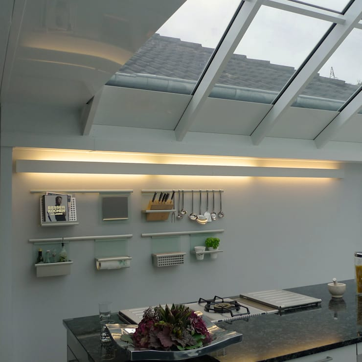Villa Quierschied:  Küche von Bolz Licht und Wohnen 1946,Modern