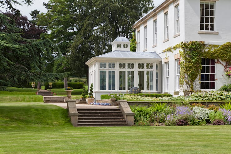 Impressive Dining Conservatory:  Conservatory by Vale Garden Houses