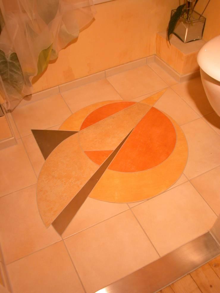 Phòng tắm phong cách chiết trung bởi WohnDich Chiết trung