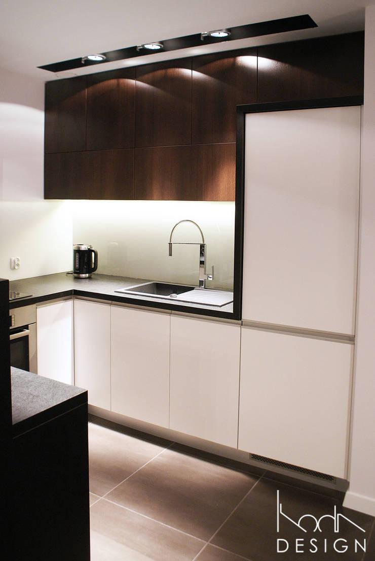 KUCHNIA W KONTRAŚCIE: styl , w kategorii Kuchnia zaprojektowany przez studio projektowe KODA design Dawid Kotuła,