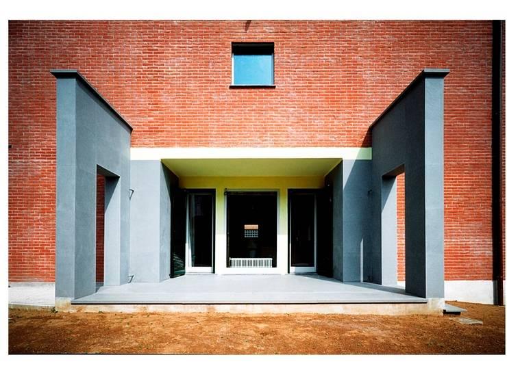 CASA UNIFAMILIARE: Case in stile  di BORGHI ARCHITECT& PARTNERS, Moderno