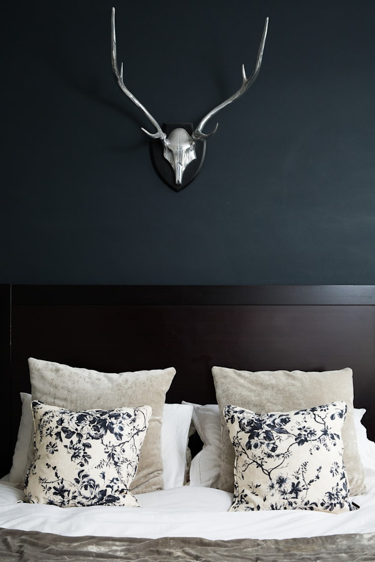 Queens Park House:  Bedroom by Honeybee Interiors
