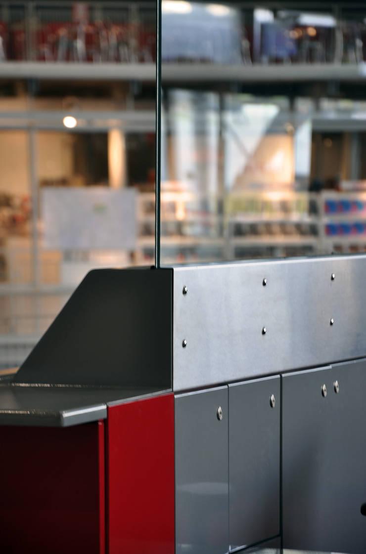 Centre G. Pompidou – Nouvelle banque d'accueil du centre – Accueil général du forum – Paris: Musées de style  par MP Consulting