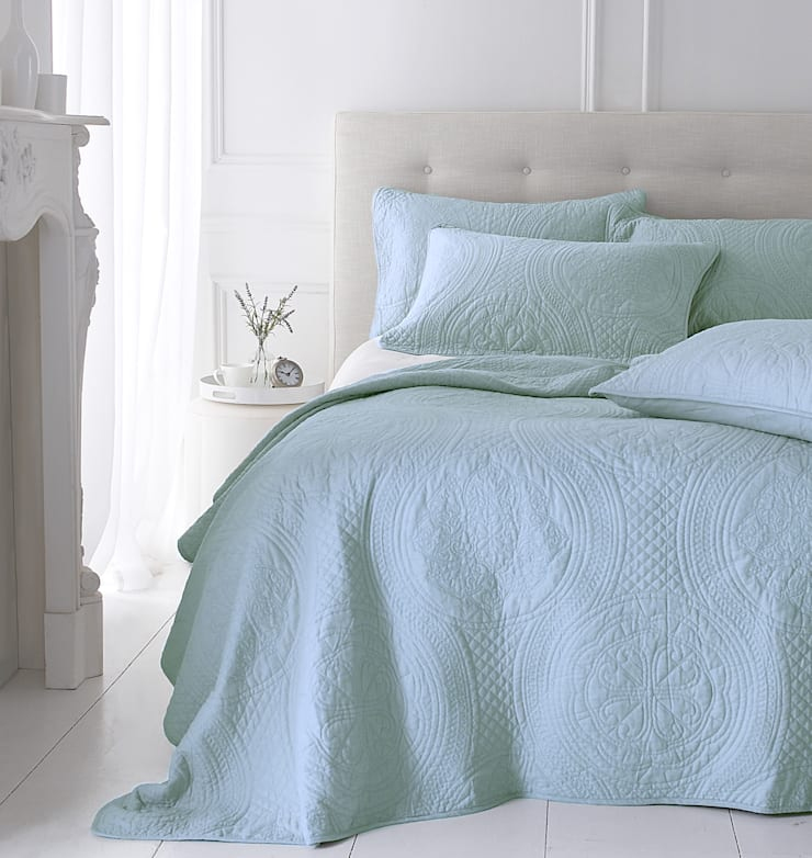 Richmond Quilted Bedspread:  Bedroom by Marquis & Dawe