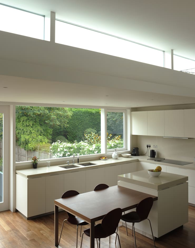 Blenkarne Road:  Kitchen by Dow Jones Architects