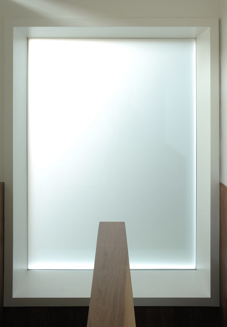 Blenkarne Road:  Corridor & hallway by Dow Jones Architects
