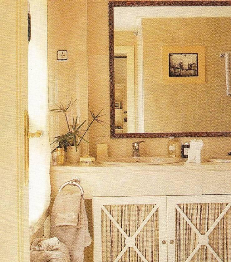 Mueble de baño lacado: Baños de estilo  de PACO SANTACREU, S.L.