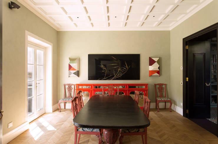 S.Monaca Townhouse: Sala da pranzo in stile in stile Eclettico di Luigi Fragola Architects