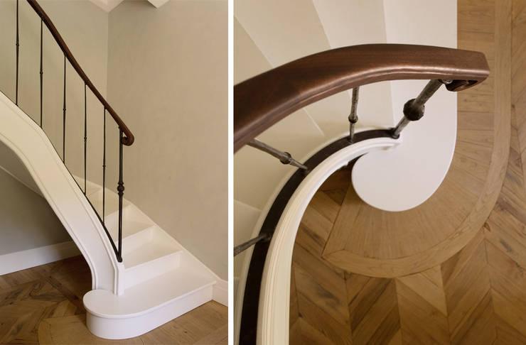 S.Monaca Townhouse: Ingresso & Corridoio in stile  di Luigi Fragola Architects