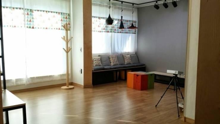 해밀건축사사무소:  tarz Oturma Odası