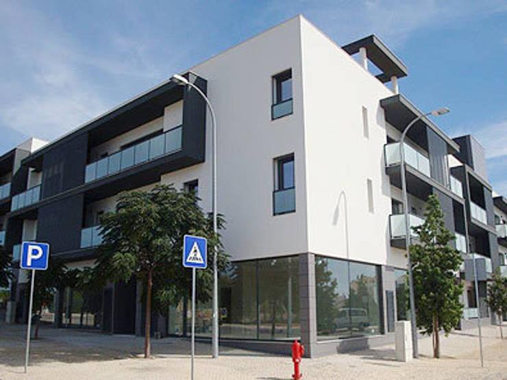 Edifício Concluído: Espaços comerciais  por Ana Viegas