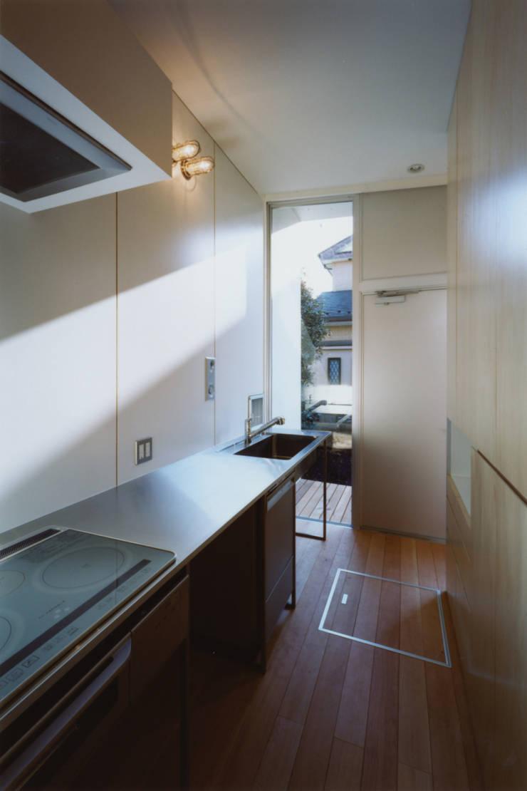 藤沢の家: 小平惠一建築研究所が手掛けたキッチンです。,モダン