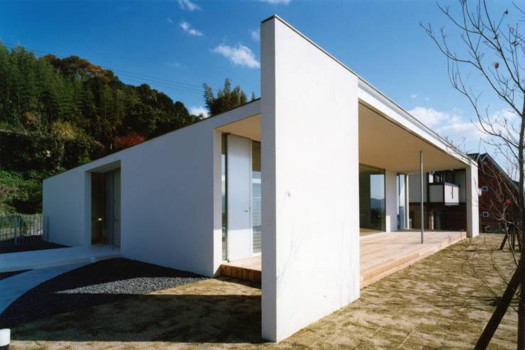 Casas de estilo  de 小平惠一建築研究所, Moderno